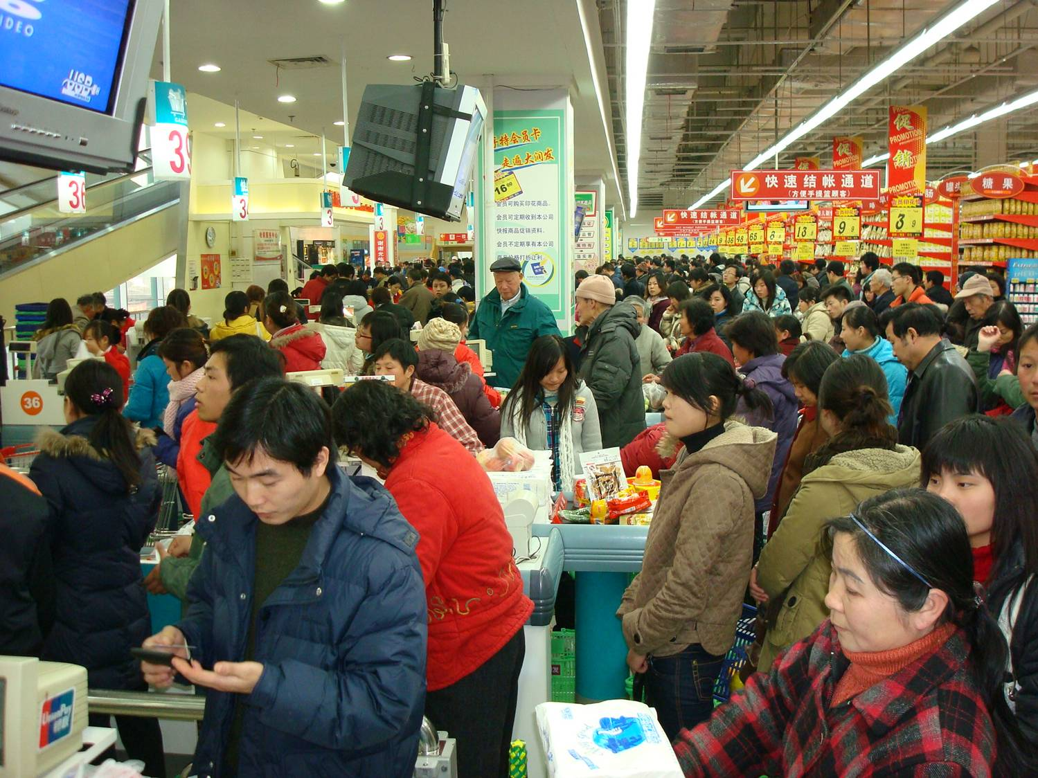crowded checkout  in a Chinese supermarket