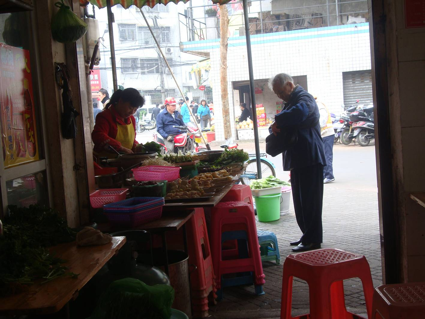 Picture:  A streetside restaurant in Haikou near our hotel.  Hainan Island, China
