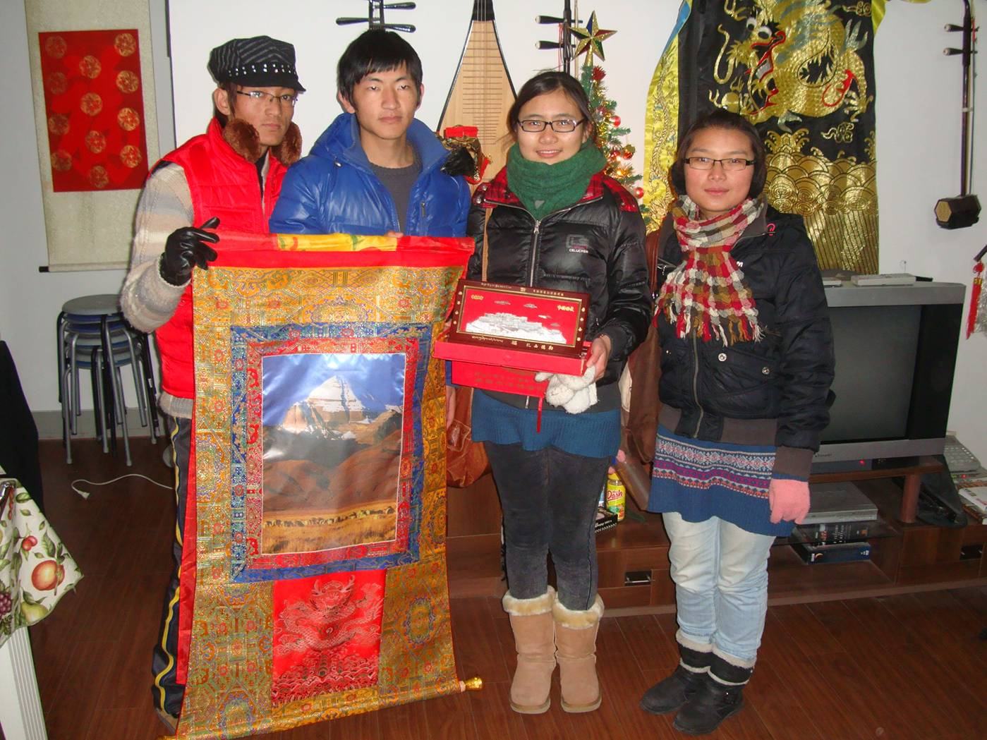 Picture:  Our Tibetan delegation with gifts to thank us for the Tibetan English Club.  Appreciation makes everything worth while for us.  Thank you all our Tibetan friends.  We are deeply touched.