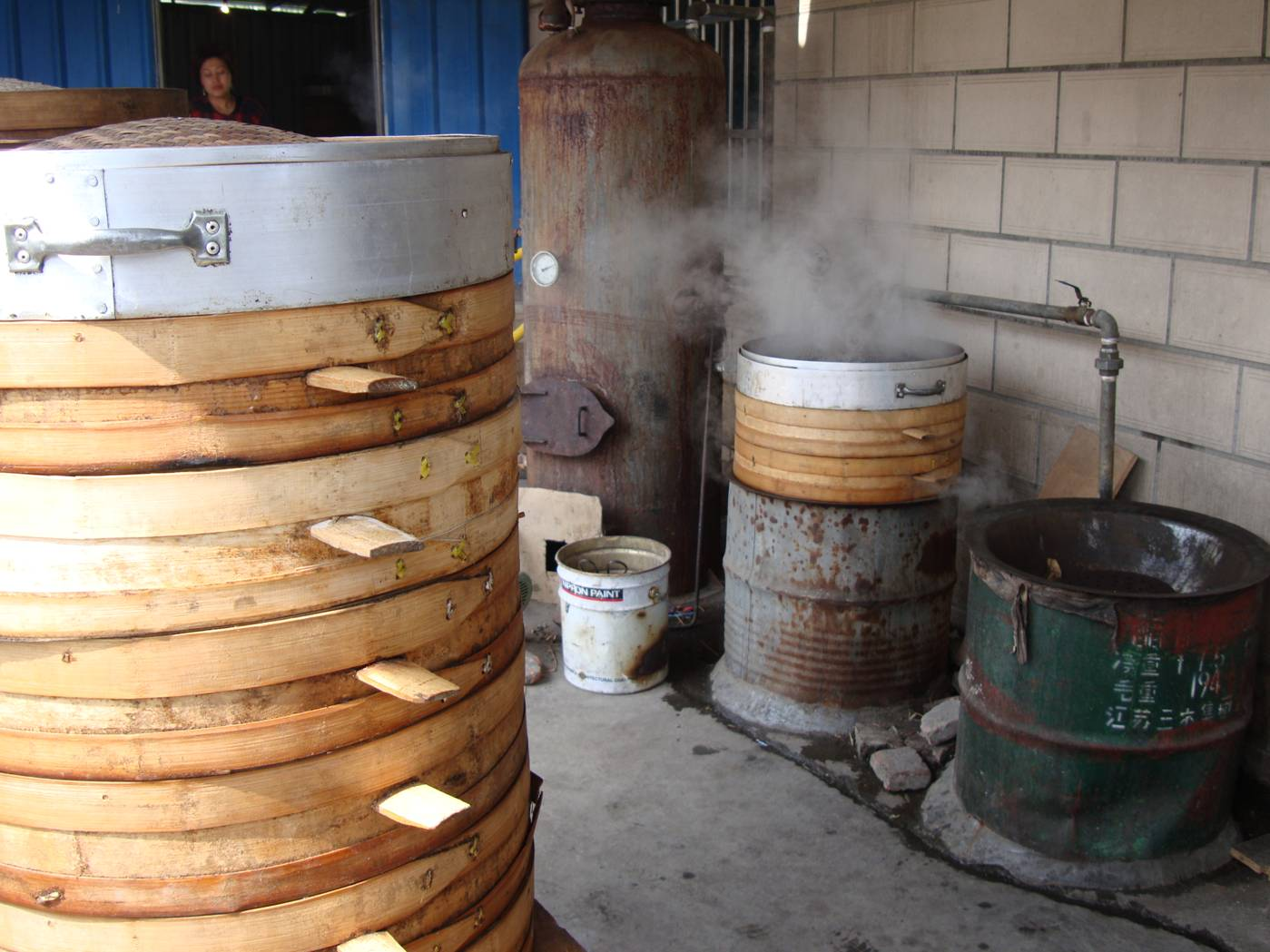 Picture:  Steamers cook the finished tuanzi.  Yang Shan, Wuxi, China
