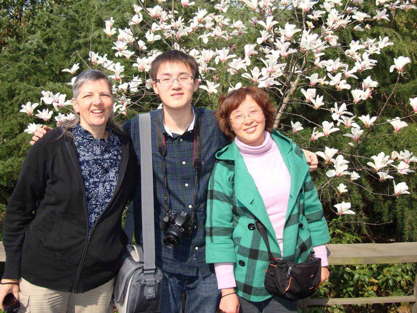 Picture:  Ruth with George and his mother.  Yang Shan, Wuxi, China