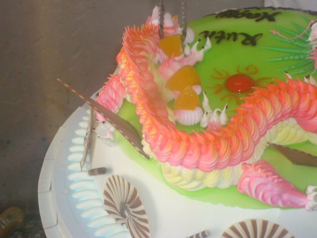 cake decorating - the gold for the dragon to guard