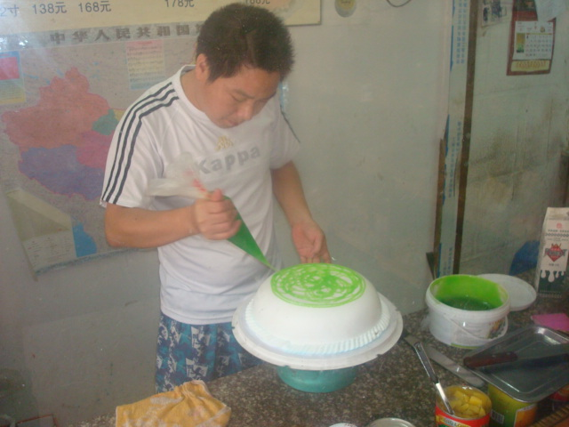 cake decorating - adding the dragon's lawn