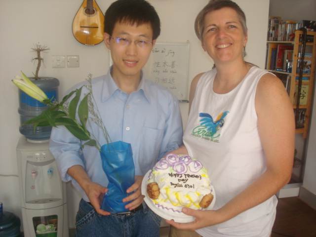 William and Ruth  with the teachers Day presents from English 0701,  Jiangnan University.