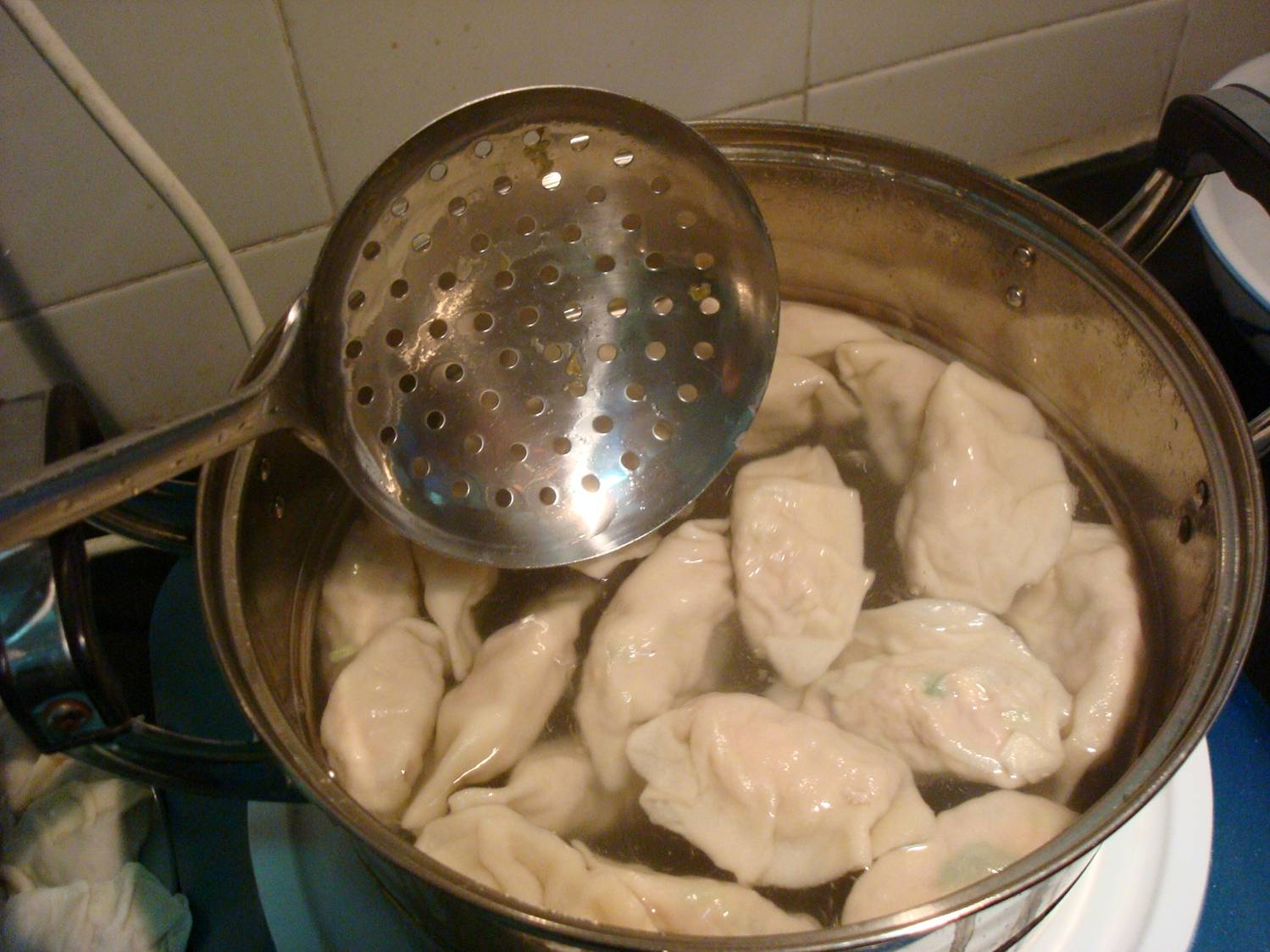a pot of jiaoz ready to serve