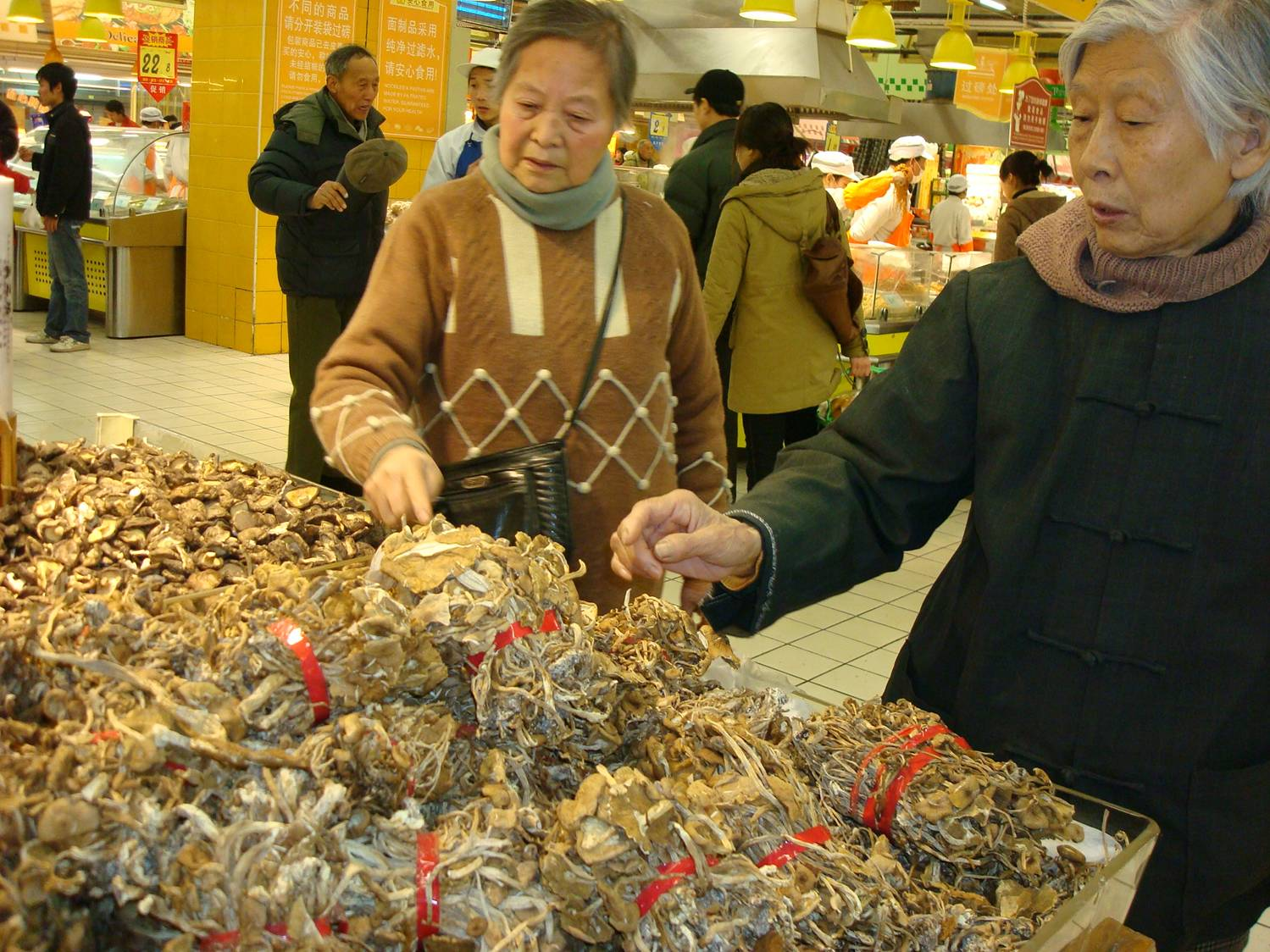 mushrooms in a Chinese supermarket