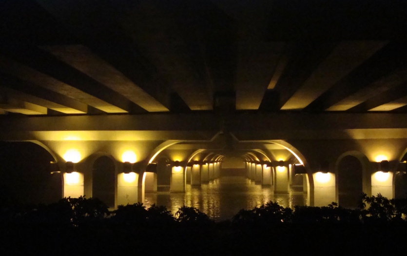 Picture:  The unexpected view under Lihu daqiao (Lihu Big Bridge)