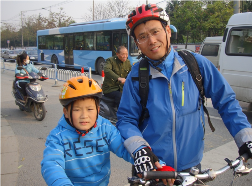 Picture: Father and son wear bike helmets, first time seen in China.