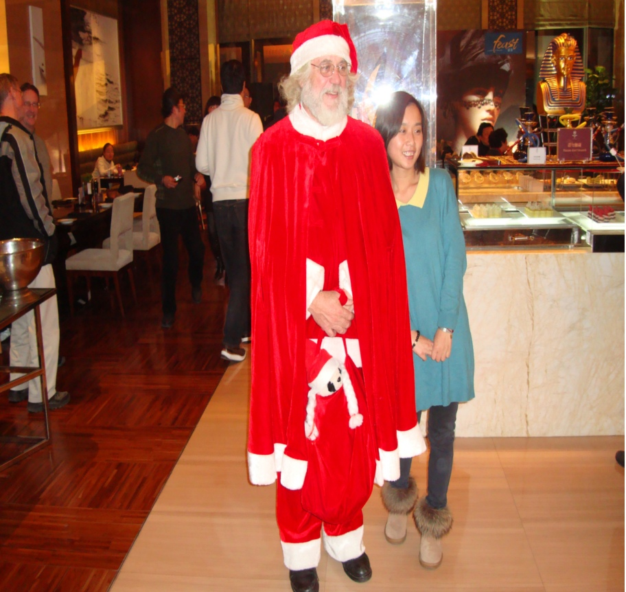 Picture: Our own Santa and Chinese child, the Sheraton, Wuxi, China