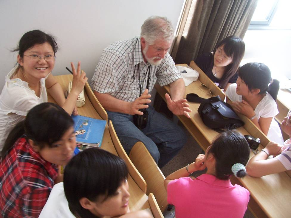 Martin Reynolds visits the classroom.  Jiangnan Universtity,  Wuxi,  China