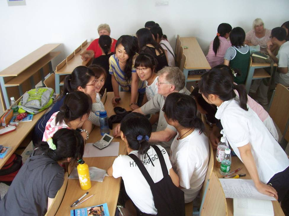 Tony Wanstall from B.C.,  Canada, visits the classroom at Jiangnan University,  Wuxi,  China